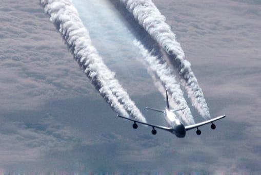 人工豪雨と飛行機